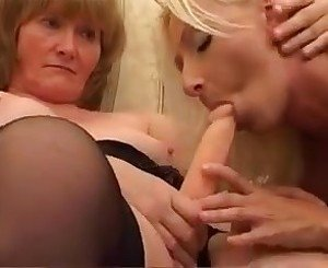 Milf gives college girl a lesbian